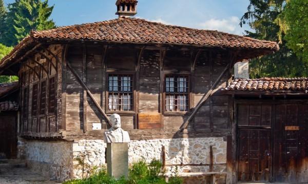 Копривщица остава със статут на архитектурен резерват