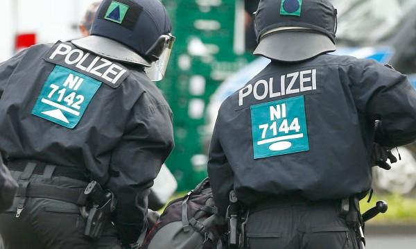 Двама полицаи - ранени на протестите в Кьолн
