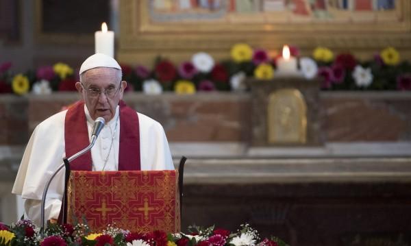 Папата сравни бежански центрове с концентрационни лагери