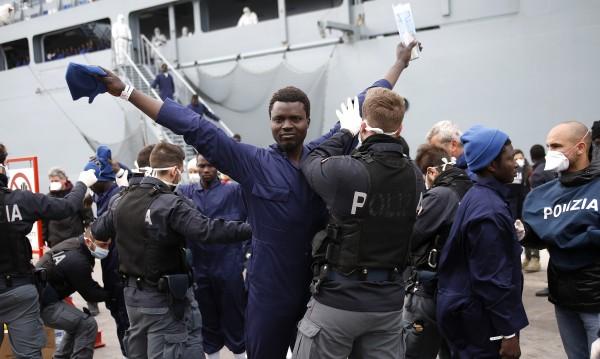 Обири, побой: Престъпленията на мигранти в Германия скачат