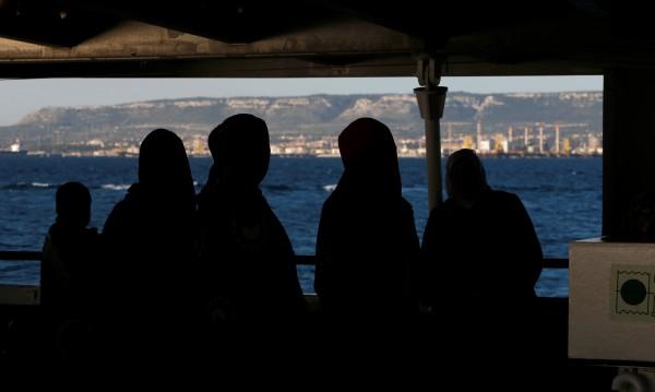 Има ли връзка между трафиканти и НПО-та, спасяващи мигранти?