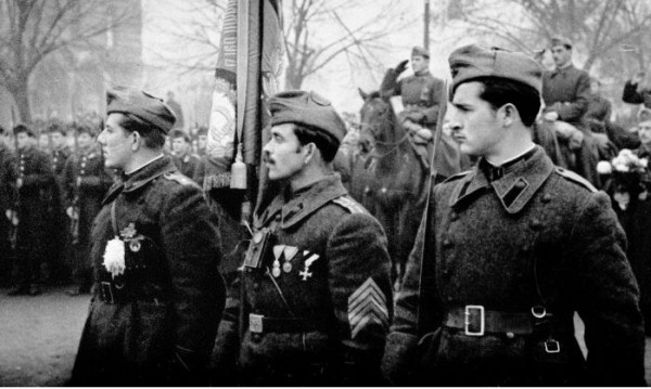 """Шествието на """"Безсмъртния полк"""" за втори път у нас на 9 май"""