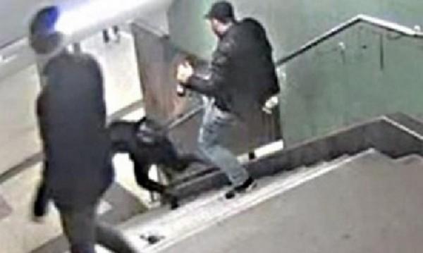 Oбвинение за Светослав, който ритна жена в берлинското метро