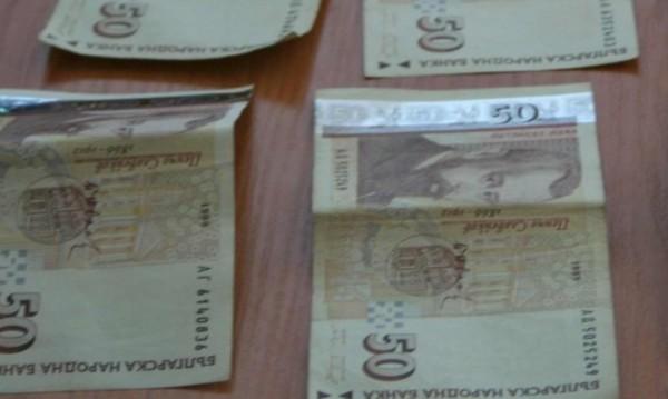 Честност: Таксиджия върна изгубен портфейл с пари
