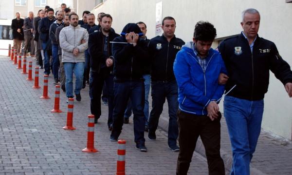 Турция задържа 1009 души, заподозрени за връзки с Гюлен