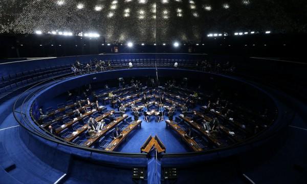 В бразилския парламент: Речи само с... подходящо облекло