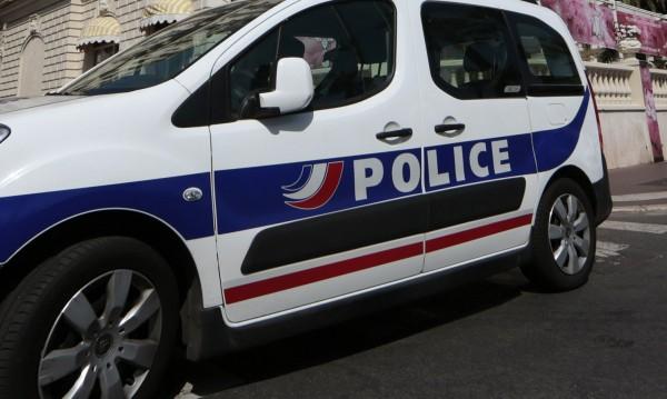 Двама френски полицаи ранени от ислямист на остров Реюнион