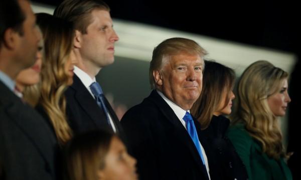 Всичко в семейството: Тръмп смесва кръвни връзки, управление и бизнес