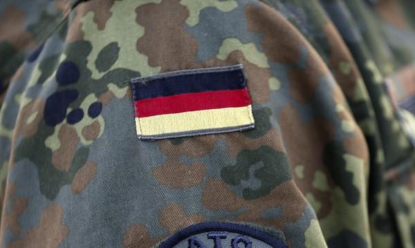 Задържаха германски военен, готвел терористичен акт