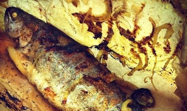 Рецептата Dnes: Печена риба в хартия с подправки