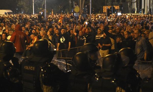 Радев след сблъсъците в Скопие: Няма  рискове за страната ни!