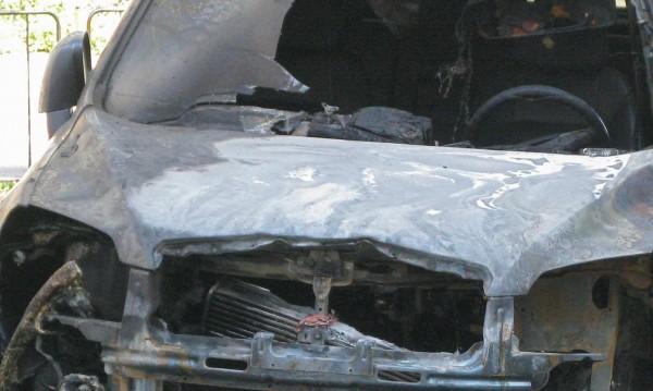 Кола пламна в Кюстендил, друга пострада от огъня