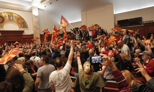 Всички в парламента: Да не мълчим за Македония