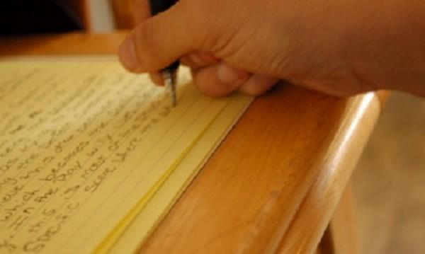 Да пишеш едновременно с две ръце на различни езици! Може!
