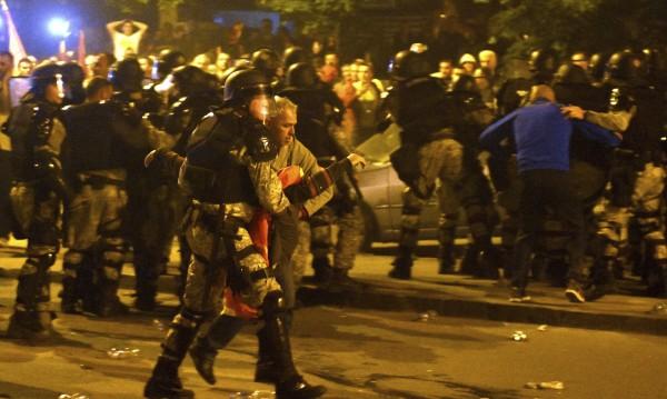 Македония след сблъсъците: 83 са ранени, 8 - задържани