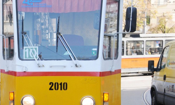 Временно се променя движението на трамваи 10 и 11
