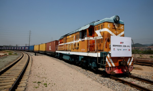 Първи пряк товарен влак свърза Лондон и Китай