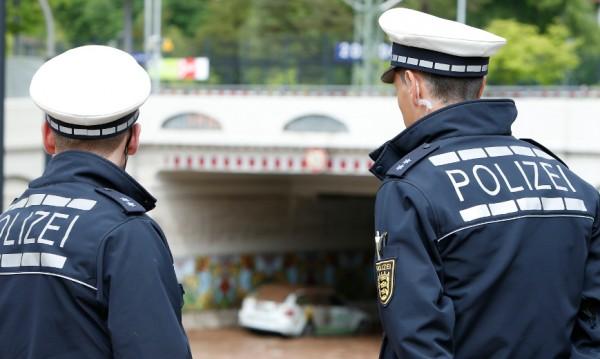 Германски полицаи доставиха пици след катастрофа