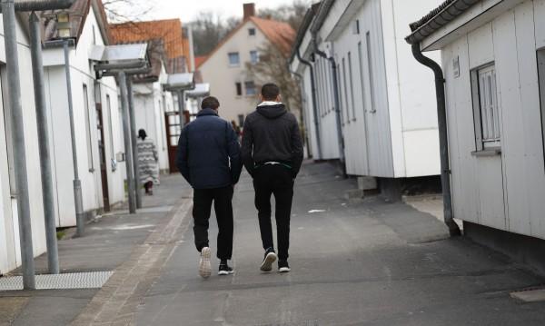 Страх, отчаяние, липса на пари... Защо бежанците проституират