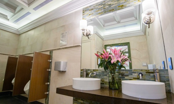 Лукс и в двете нули: Тоалетна за $300 000