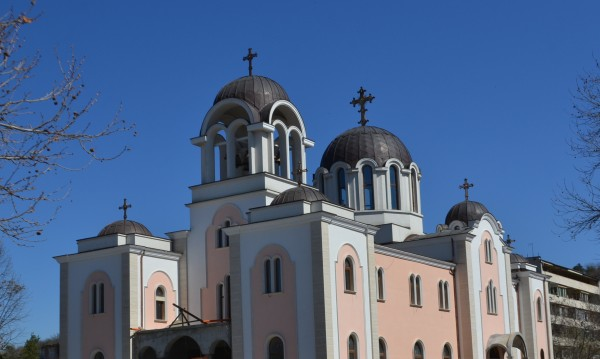 За първи път от 91 г. насам осветиха храм в Ловеч