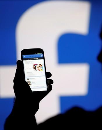 Вирус и във фенерчето: Хакерските атаки срещу смартфоните – с 400% повече