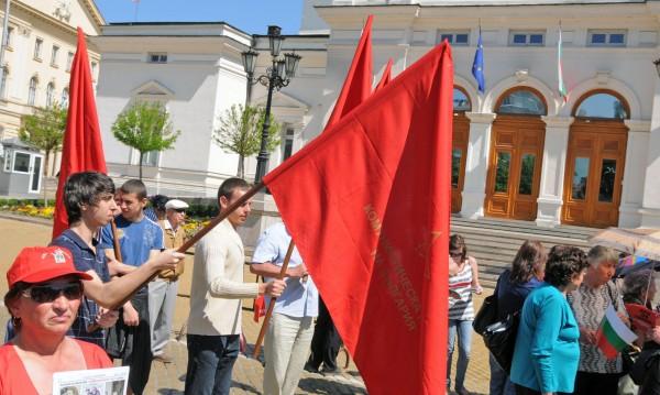 Първи май: Ден за празник, Ден на труда