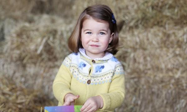 Принцеса Шарлот навършва 2 години с... фотос