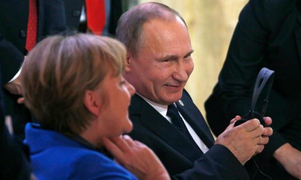 Меркел поема курс на изток – среща се с Путин