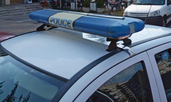 Белезници за мъж, извадил газов пистолет на съседи