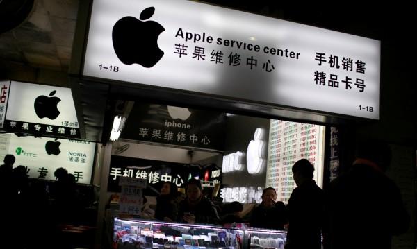 Apple изненада със спадащи продажби на iPhone