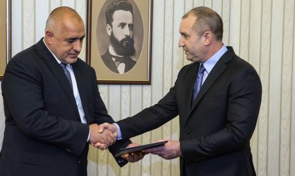 Утре, 9 часа, Борисов на крака при Радев с министрите си
