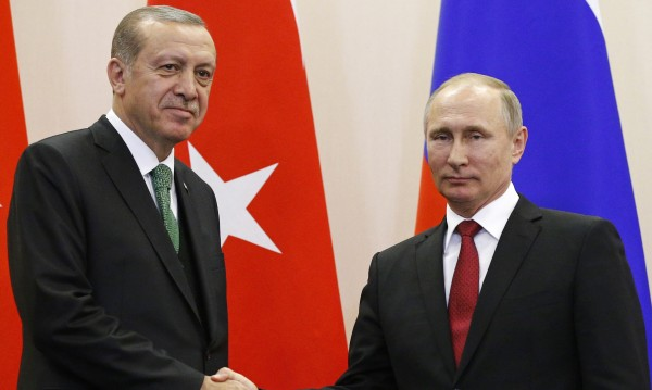 """""""Ди Велт"""": Авторитарният курс на Ердоган е от полза за Путин"""