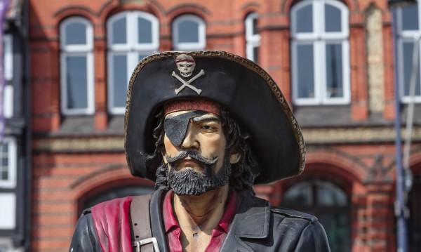 Четвъртата по богатство страна –  онлайн пират!