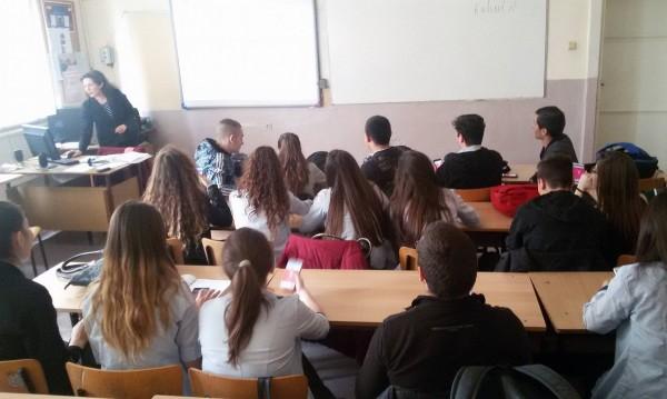 Варненско училище изпитва на... смартфони