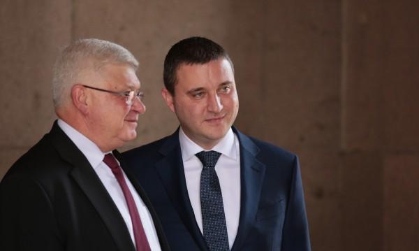 Горанов: Учителите може да вземат повече още тази есен