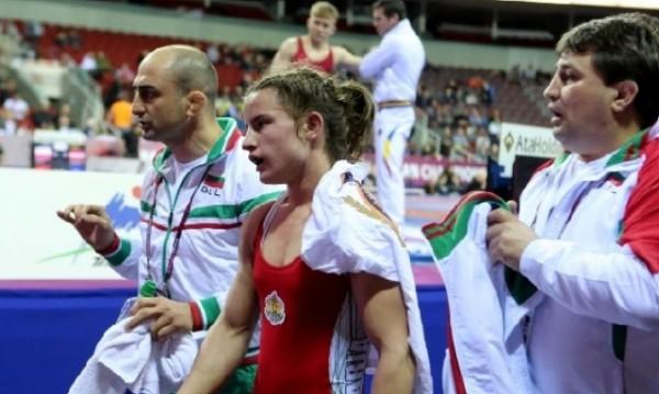 Биляна Дудова със златото от европейското по борба