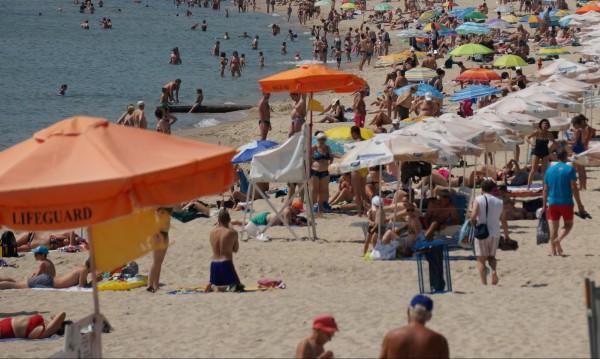 """Созопол, """"Слънчев бряг"""", """"Дюни""""... Къде са най-добрите плажове у нас"""