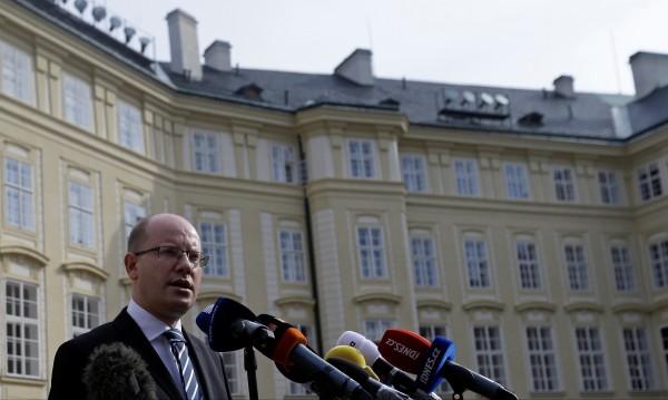 Чешкият премиер се отказа да подава оставка