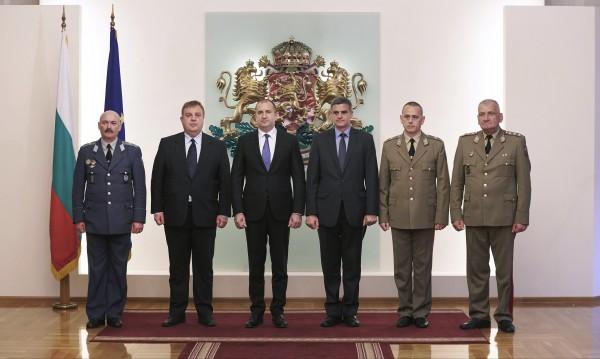 За дългосрочна политика в армията призова Радев