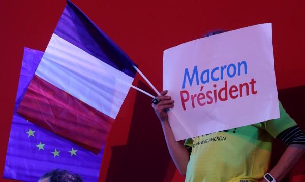 Евросъюзът стиска палци за еврофила Макрон