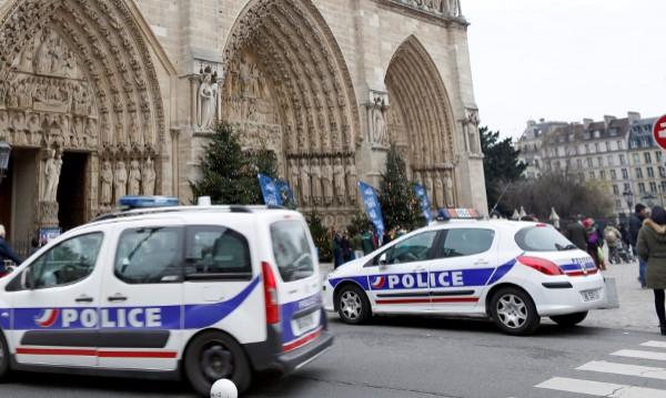 """""""Паризиен"""": Стрелба в Париж, един човек е убит"""