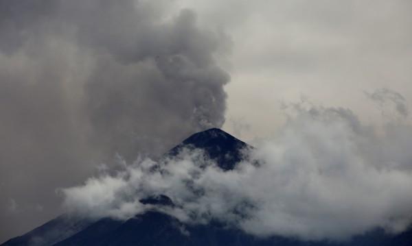 Вулкан изригна мощно в Гватемала
