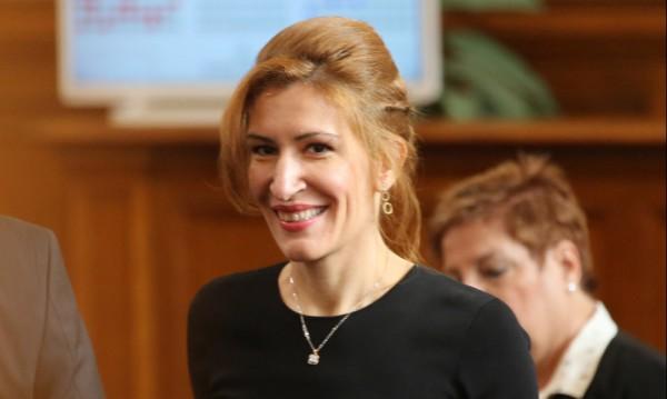 Ангелкова: Много българи избират да почиват в България