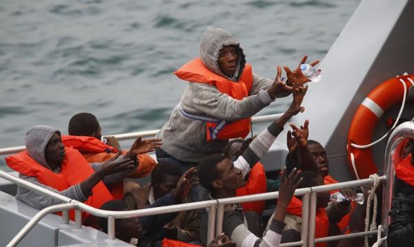 Стотици мигранти загинали в Средиземно море през уикенда