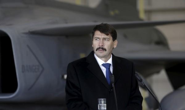 Унгарският президент поиска учтиво говорене в политиката