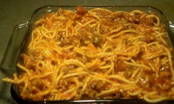 Рецептата Dnes: Спагети на фурна с бекон и кашкавал