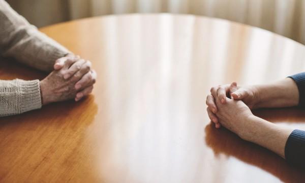 Заралия на зор! 82-годишен дядо се разведе... за 6-и път!