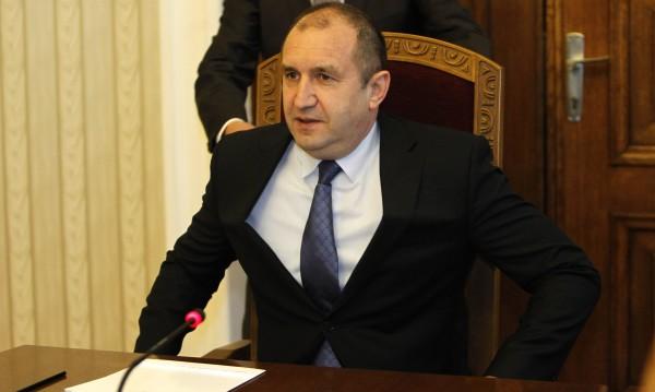 Радев прибра служебни министри за секретари