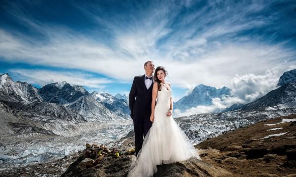 Любовта покорява планини - двойка сключи брак на Еверест!